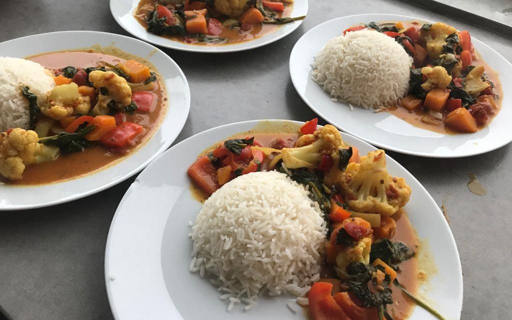 Vegan curry met bloemkool en groenten (recept)