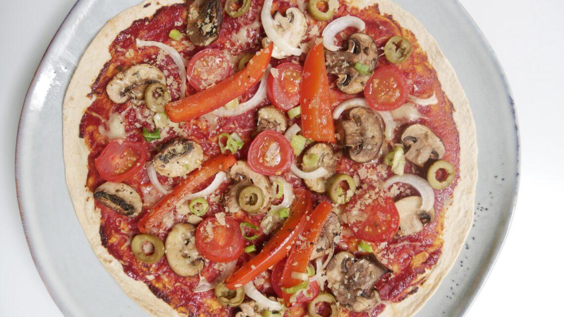 Vegan tortilla pizza (recept)